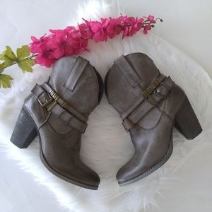 Very Volatile Gray Buckle Ankle Boots Size 7
